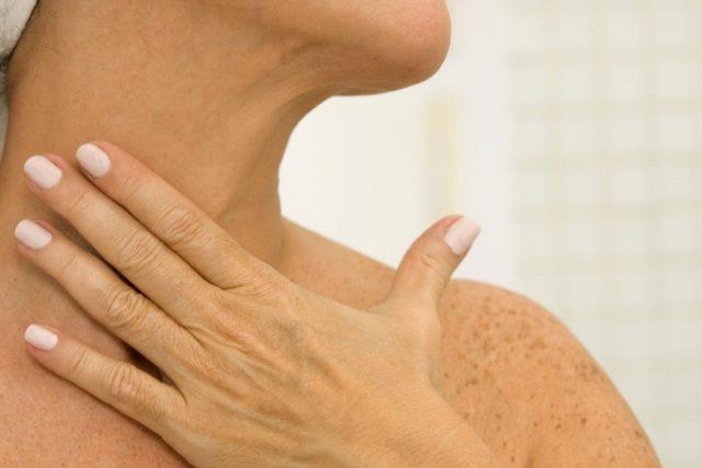 как подтянуть кожу на шее