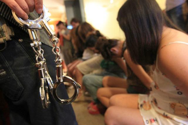 попасть в рабство за границей