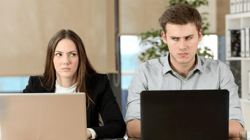 раздражает коллега по работе что делать