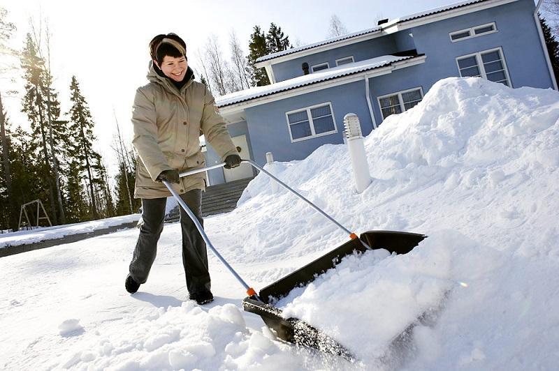 как убирать снег на даче