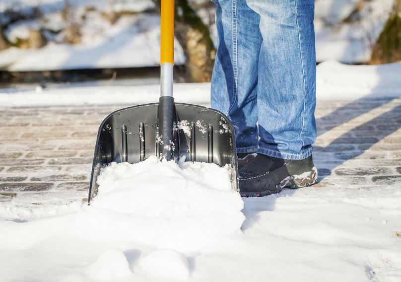 уборка снега на даче